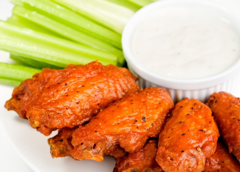 Buffalo wings with blue cheese dip ilovecooking for How to cook buffalo fish