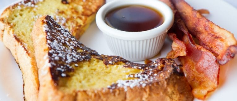Eggy Bread with Maple Syrup & Crispy Bacon - ILoveCooking