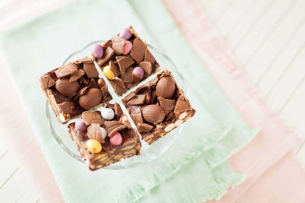 easter chocolate biscuit cake squares ilovecooking