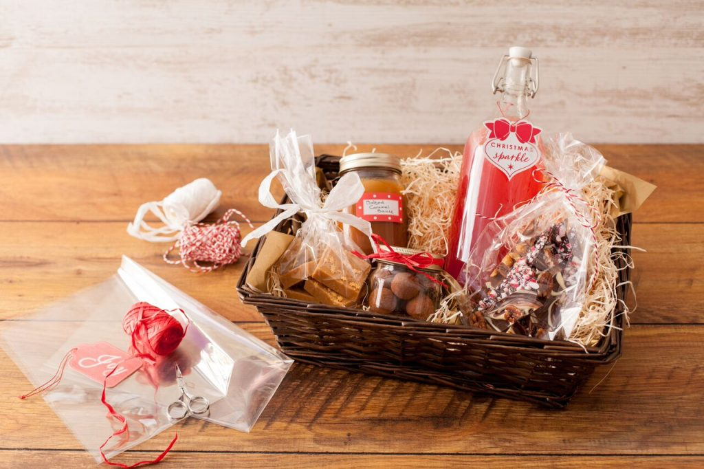 How To Make A Christmas Hamper - ILoveCooking
