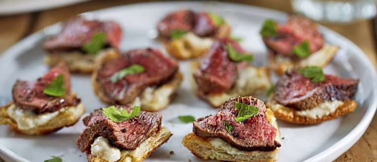 Top 12 easy canap s ilovecooking for Roast beef canape