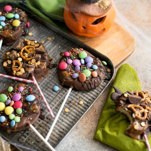 chocolate-apple-pops-halloween