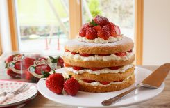 Keelings Strawberry Cream Cake
