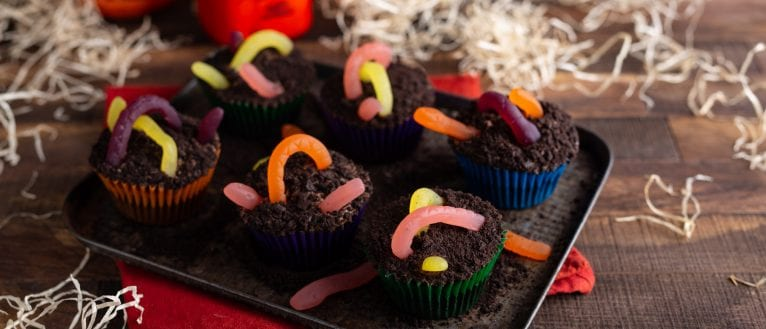 Wormy Chocolate Cupcakes, halloween cupcakes, chocolate cupcakes, i love cooking halloween, halloween recipes